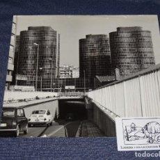 Fotografía antigua: FOTOGRAFIA F. CATALA ROCA EDIFICIO TRADE BARCELONA AÑO 1965,ARQUITECTO J.A.CODERCH,APAREJADOR J.SANZ. Lote 268074014
