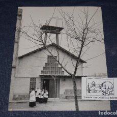 Fotografía antigua: FOTOGRAFIA F.CATALA ROCA, PARROQUIA SANT JAUME BADALONA,1956 MORAGAS I GALLISSA. Lote 268075279