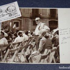 Fotografía antigua: FOTOGRAFIA ORIGINAL DE PERE CATALA ROCA ,DIADA SANT ROC 1985 DEDICATORIA AUTOGRAFA ORIGINAL A PLUMA. Lote 268075764