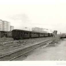 Fotografía antigua: FOTOGRAFÍA TREN VAGONES. LÍNEA BILBAO A SANTANDER AÑO 1961.. Lote 269187990