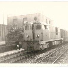 Fotografia antica: FOTOGRAFÍA TREN LOCOMOTORA. LÍNEA BILBAO A SANTANDER AÑO 1961.. Lote 269188062