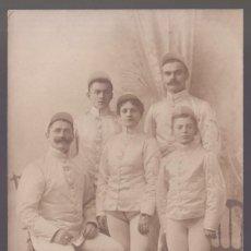 Fotografía antigua: FOTO ANÓNIMA. FAMILIA DE JOCKEY Y JOCKETTE. SIN FECHA. NUEVA.. Lote 269248808