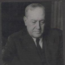 Fotografía antigua: 1943 MANUEL MACHADO RETRATADO POR CONTRERAS. 10,5 X 8 CM APROX.. Lote 269977118