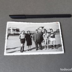 Fotografia antica: FOTOGRAFÍA TAMAÑO POSTAL DE UN ENCUENTRO DE FUTBOL EN SORIA. 1952. Lote 270166558