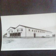Fotografía antigua: FOTOGRAFÍA COOPERATIVA VINÍCOLA SAN ROQUE. CHINCHÓN (MADRID). 1970. Lote 278354083