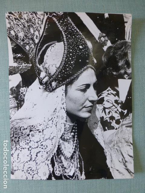 SEGOVIA MUJER CON TRAJE TIPICO DE SEGOVIANA ANTIGUA FOTOGRAFIA 18 X 24 CMTS (Fotografía Antigua - Gelatinobromuro)