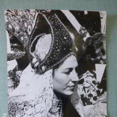 Fotografía antigua: SEGOVIA MUJER CON TRAJE TIPICO DE SEGOVIANA ANTIGUA FOTOGRAFIA 18 X 24 CMTS. Lote 278425353