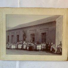 Fotografía antigua: FOTO GELATINOBROMURO. AQUELLAS ESCUELAS NACIONALES DE COMIENZOS DE 1900. FOTÓGRAFO?. MUNICIPIO?.. Lote 279518733