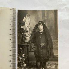 Fotografia antica: FOTO. NIÑA DE LUTO EN SU 1ª COMUNIÓN. FOTÓGRAFO?. LOCALIDAD?.. Lote 280993203