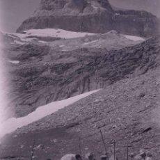 Fotografía antigua: HUESCA. GRUPO ESCURSIONISTA. PICO. ALTA MONTAÑA. C.1920. Lote 286964003