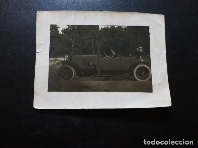 MUJER EN COCHE ANTIGUA FOTOGRAFIA 6 X 8 CMTS (Fotografía Antigua - Gelatinobromuro)