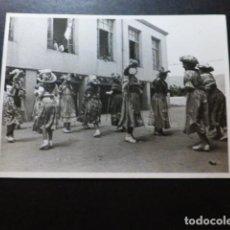 Fotografia antiga: SIMAT DE LA VALLDIGNA DANZA DE LES PASTORETS 1945 FOTOGRAFÍA 12 X 8,5 CTMS. Lote 287456463
