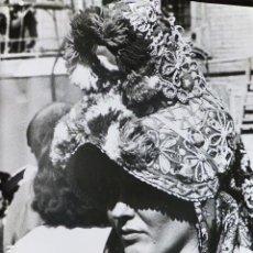 Fotografía antigua: MONTEHERMOSO CACERES MUJER CON LA TIPICA GORRA ANTIGUA FOTOGRAFIA 24 X 18 CMTS. Lote 287637563