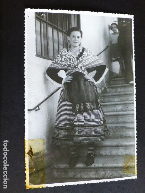 MALAGA MUJER CON TRAJE TIPICO ANTIGUA FOTOGRAFIA 11,5 X 18 CMTS (Fotografía Antigua - Gelatinobromuro)