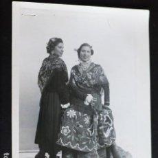 Fotografía antigua: ALPERA ALBACETE MUJERES EN TRAJE TIPICO BELDA FOTOGRAFO ANTIGUA FOTOGRAFIA 19 X 14 CMTS. Lote 287638113