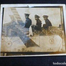 Fotografía antigua: SOLDADOS EN AVION FOTOGRAFIA POR FOTOGRAFO AMBULANBTE MINUTERO AÑOS 20 7 X 9 CMTS. Lote 287638373
