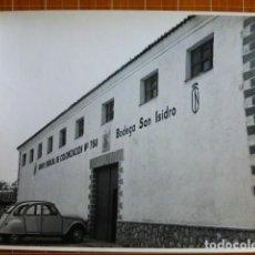 Fotografía antigua: PROVINCIA DE MADRID BODEGAS GRUPO SINDICAL DE COLONIZACION ESCOBAR FOTÓGRAFO 23 X 17 CTMS. Lote 287680578