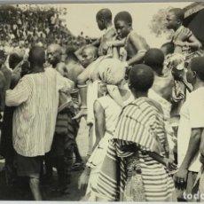 Fotografía antigua: GHANA, AT AN ASHANTI DURBAR. PHOTO KWAKU BONSU. CIRC 1965.. Lote 288568668