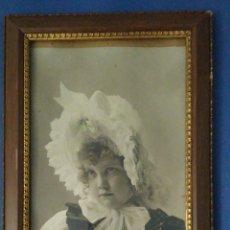 Fotografía antigua: ANTIGUA FOTOGRAFÍA DE NIÑA ILUMINADA CON COLORES. PP DEL SIGLO XX .. Lote 290637848