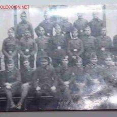 Fotografía antigua: POSTAL DE UN GRUPO DE SOLDADOS. Lote 3851730