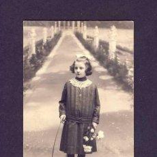 Fotografía antigua: FOTO-POSTAL : NIÑA CON ARO DE JUGUETE. Lote 6557540