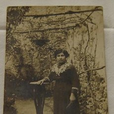 Fotografía antigua: FOTOGRAFIA ANTIGULA SEÑORA - TARJETA POSTAL - UNION POSTALE UNIVERSELLE - ESPAÑA. Lote 24749637