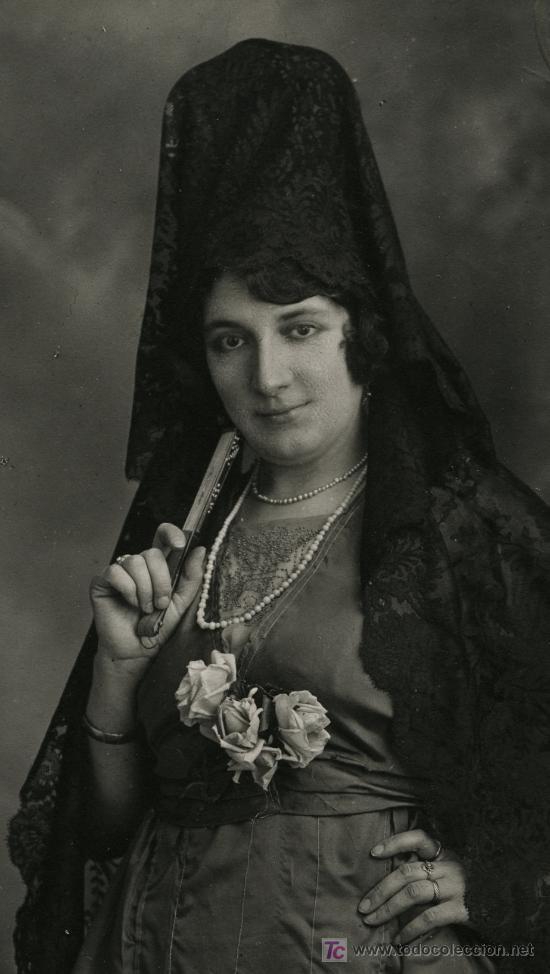 Fotografía antigua: Observen el lujoso atuendo y el garbo de la dama - Foto 2 - 26492088