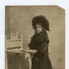 Fotografía antigua: NIÑA. INCREIBLE VESTIDO FINALES DE SIGLO XIX. PRECIOSA FOTOGRAFÍA. CIRCA 1900. F: DERREY. VALENCIA. Lote 27623237