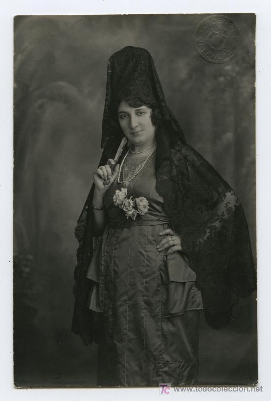 ESPECTACULAR RETRATO DE MUJER CON MANTILLA Y PEINETA. FOT. J. DERREY. VALENCIA, CIRCA 1910. (Fotografía Antigua - Tarjeta Postal)