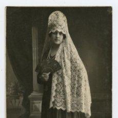 Fotografía antigua: DAMA. SEÑORITA CON ABANICO Y MANTILLA. CIRCA 1930. SIN AUTORÍA. Lote 17681224