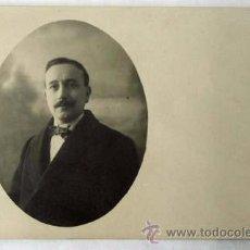Fotografía antigua: FOTO POSTAL BUSTO CABALLERO CON PAJARITA ESTUDIO MENA AÑOS 30. Lote 10218474