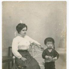 Fotografía antigua: MADRE E HIJO. INTERESANTE T.P. SIN AUTORÍA CONOCIDA. CIRCA 1900. Lote 20732567