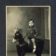 Fotografía antigua: FOTO POSTAL: NIÑO CON CABALLO DE CARTON. JUGUETE (LA ESPAÑOLA DE J.PARRA, C/JUAN RUFO, CORDOBA?). Lote 11872140