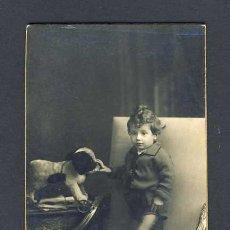 Fotografía antigua: FOTO-POSTAL: NIÑO CON JUGUETE (FOTO DE AMERICAN ALOGRAFF DE BARCELONA). Lote 11872688