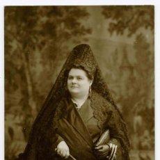 Fotografía antigua: SEÑORA CON MANTILLA. F: BARÓ. BARCELONA. CIRCA 1915. Lote 24339296