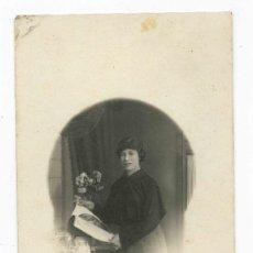 Fotografía antigua: MODERNISMO. BELLA JOVEN MODERNISTA. F: FOTOGRAFÍA ESPAÑA. BARCELONA. CIRCA 1910. Lote 25162726