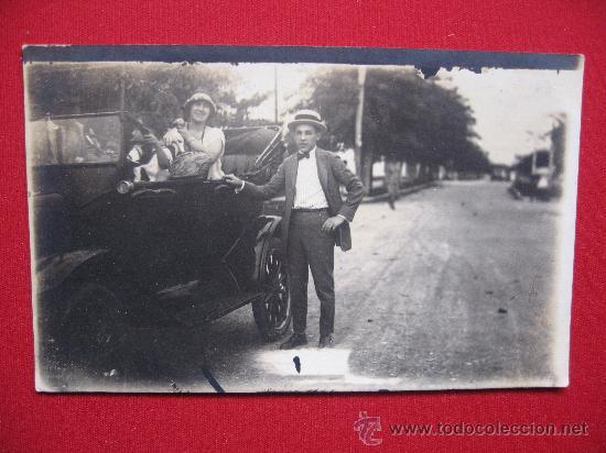 FOTOGRAFIA CON COCHE (Fotografía Antigua - Tarjeta Postal)