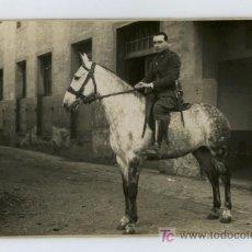 Fotografía antigua: CABALLERIA. MILITAR CON PRECIOSO CABALLO. SIN AUTORÍA. CIRCA 1920. Lote 21577114