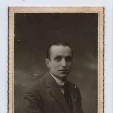 Fotografía antigua: CABALLERO CON SEMBLANTE TÍMIDO. F: YGEA. BCN. CIRCA 1930.. Lote 25006072