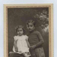 Fotografía antigua: HERMANOS. MAGNÍFICA FOTO DE DOS HERMANOS. F: BANÚS. BCN. CIRCA 1930. Lote 13970516