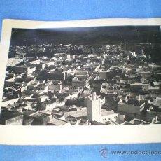 Fotografía antigua: FOTO POSTAL EN CARTON MARRUECOS PUEBLO VISTA AÑOS 50 O 60 (FORMATO GRANDE). Lote 15795510