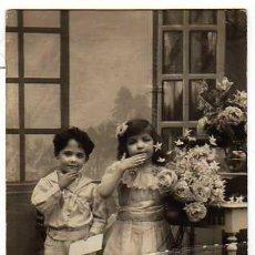 Fotografía antigua: FOTOGRAFÍA ANTIGUA: SIMPATICA PAREJA DE NIÑOS, SAZERAC PHOT. 6127, CIRCULADA EN 1916. Lote 16153482