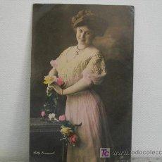 Fotografía antigua: FOTO POSTAL COLOREADA DE MUJER CON ROSAS. Lote 16733852