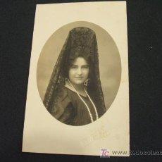 Fotografía antigua: MUJER CON MANTILLA - . Lote 18439845