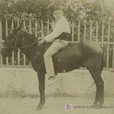 Fotografía antigua: CHICO Y NULO. SIMPÁTICA FOTO. ZONA DE ALTEA. ALICANTE, CIRCA 1900. Lote 24462146