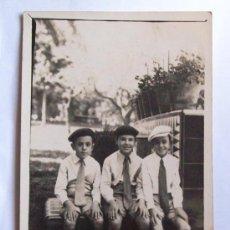 Fotografía antigua: MONTEVIDEO 1936, PARQUE RODO, 3 NIÑOS DE CORBATA. - CHILD TIE - ENFANT TIE. Lote 26873628