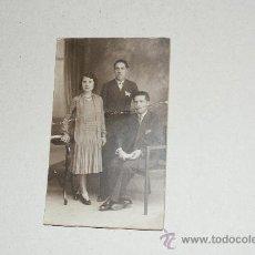 Fotografía antigua: BONITA TARJETA POSTAL FAMILIAR, PADRE, MADRE E HIJO. Lote 23789492