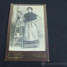 Fotografía antigua: TIPO TARJETA POSTAL - MUJER POSANDO - J. VALLÉS - RAMBLA DE LAS FLORES, 32 - BARCELONA - . Lote 24133422
