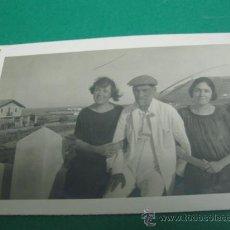 Fotografía antigua: VISTA RURAL CON PERSONAJES DE DENIA - ALICANTE FOTO-POSTAL DENIA 1925 TERRAZA DE LA MOTA . Lote 24267914