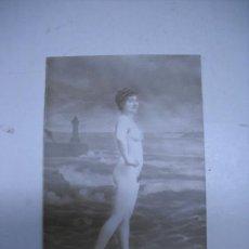 Fotografía antigua: ERÓTICA.ANTIGUA FOTOGRAFIA DESNUDO FEMENINO EN TARJETA TIPO POSTAL. SERIE 570. Lote 25200458